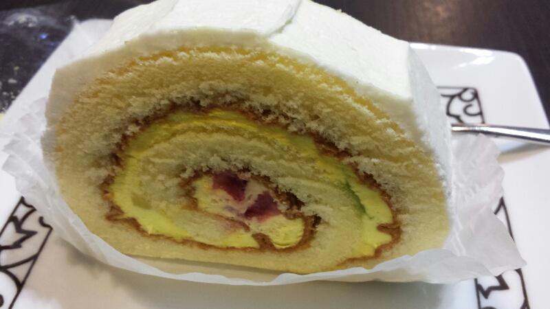 元町珈琲のフルーツロールケーキ