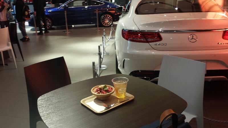 大阪(梅田)のベンツカフェ「ダウンステアーズカフェ」